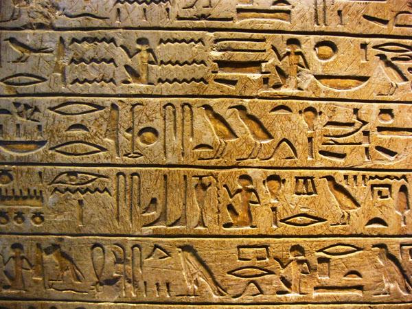 egyiptomi hieroglif írás táblán, Louvre