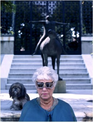 Peggy Guggenheim a híres Edward Melcarth szemüvegben(Forrás: guggenheim.org)