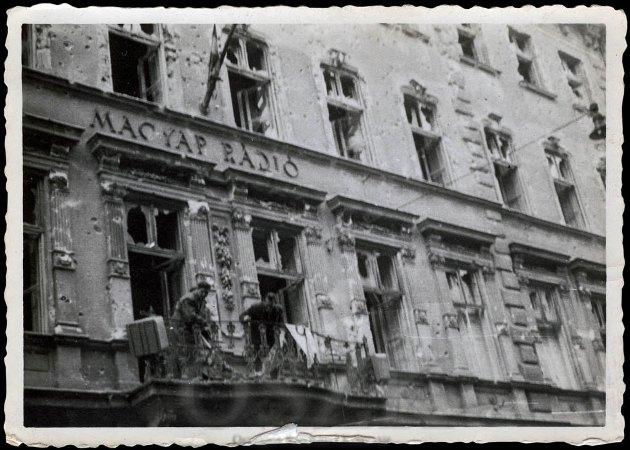 Magyar Rádió, 1956 (fotó: Orincsay László / OSZK)