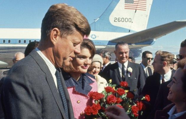A Kennedy-házaspár Dallasban, 1963. 11.22. (Fotó: jfklibrary.org)