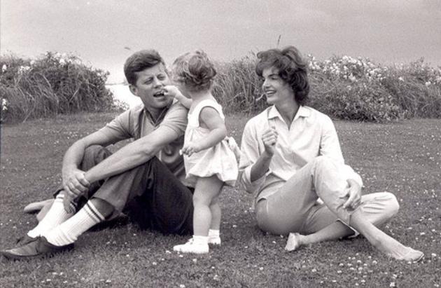 John és Jacqueline Kennedy (Fotó: jfklibrary.org)