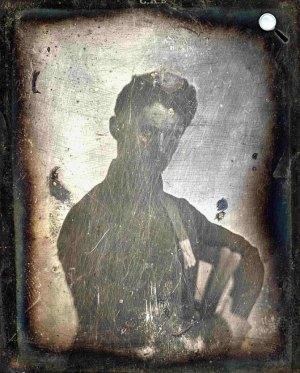 Az eredeti 1844-ben készült Petőfi-dagerrotípia lemez feljavítás előtti állapota az 1970-es évek végén (Fotó: Wikimédia)