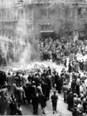 könyvégetés, Budapest, 1956. október (Fotó: MTI)