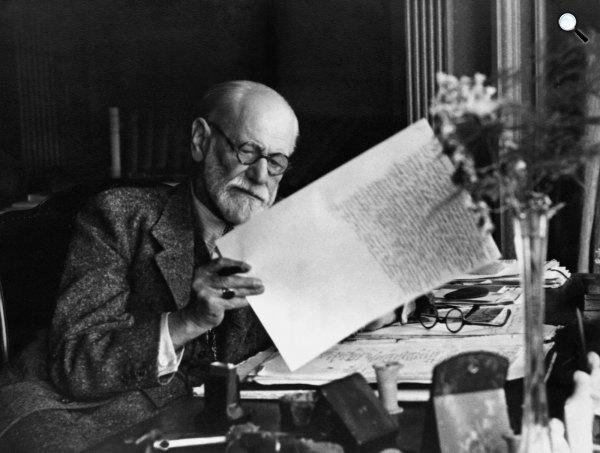 Sigmund Freud dolgozik (Fotó: Wikimédia)