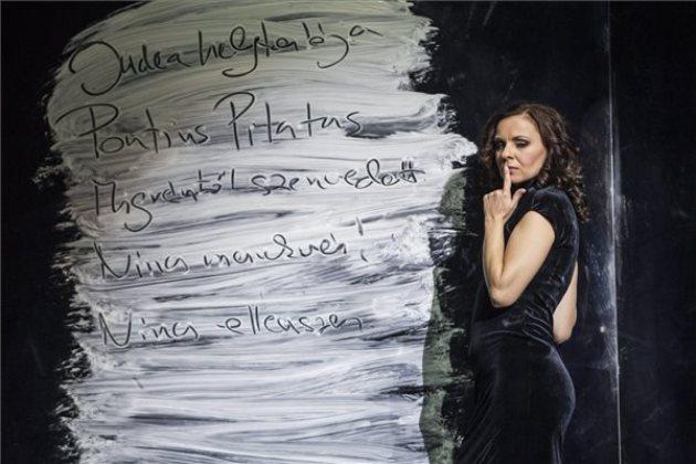 Járó Zsuzsa, Mihail Bulgakov: A Mester és Margarita, Vígszínház (MTI Fotó: Szigetváry Zsolt)