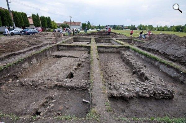 A római Brigetio település régészeti feltárása a szőnyi vásártéren 2014. július 23-án. (MTI-fotó: Krizsán Csaba )