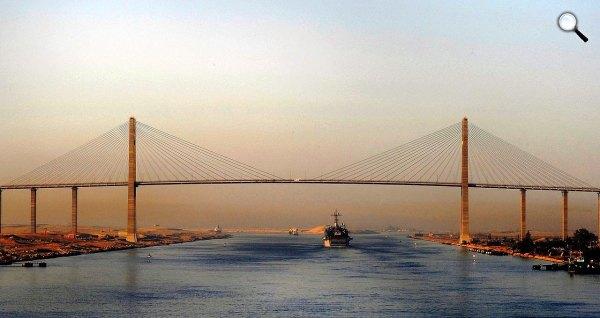 Szuezi csatorna , híd (Fotó: Wikipédia)
