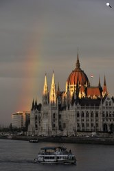 Szivárvány Budapest felett (MTI Fotó: Soós Lajos)
