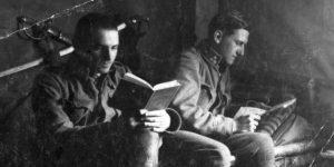 Első világháború, katonák olvasnak, 1917 (Fotó: Fortepan.hu)