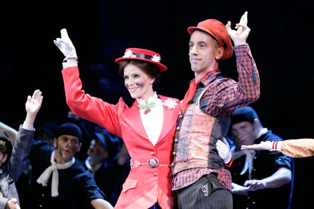 Mary Poppins - Polyák Lilla, Csonka András és a Tánckar (Fotó: Madách Színház)