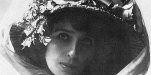 Mistinguett 1900 körül (Fotó: Nadar/Wikipédia)