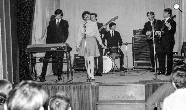 A Metró együttes koncertje 1968-ban. Rédey Gábor, Zalatnay Sarolta, Zorán Sztevanovity, Veszelinov András, Dusán Sztevanovity, Schöck Ottó. (Fotó: Fortepan)