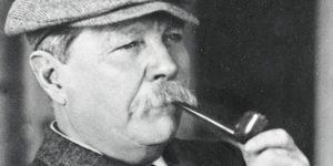Sir Arthur Conan Doyle (Forrás: Sirconandoyle.com)