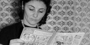 Ludas Matyi szatirikus vicclapot olvasó nő 1969-ben (Fotó: Fortepan)