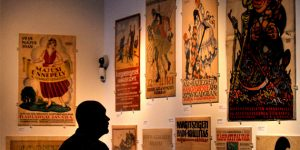 Az Elsodort világ/Plakát-álmok 1910-1920 című plakátkiállítás a Nemzeti Múzeumban (MTI Fotó: Kovács Tamás)