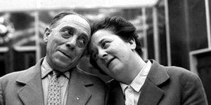 Szabó Ernő (Szabó bácsi) és Gobbi Hilda (Mama) a Szabó család felvételén (MTI Fotó: Keleti Éva/Magyar Fotóarchívum)