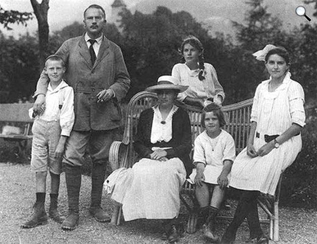 Carl Gustav Jung pszichiáter, pszichológus, analitikus és családja 1917-ben(Fotó: psicologiaanalitica.com.br)