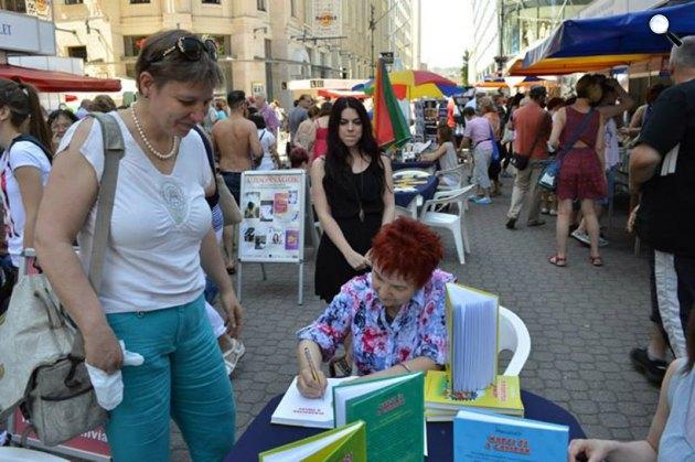 Palásthy Ágnes meseíró a Könyvhéten, 2015