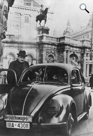 Dr. Ferdinand Porsche autókonstruktőr, a Volkswagen Bogár tervezője, Volkswagen Beetle, 1940 (Fotó: Bundesarchiv Bild)
