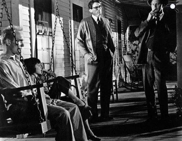 Ne bántsátok a fekete rigót! - Gregory Peck, Robert Duvall, Mary Badham, 1962 (Fotó: listal.com)