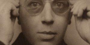André Breton szürrealista költő, író, 1924 (Fotó: babelio.com)