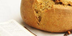 Nagyböjt, kenyér, biblia