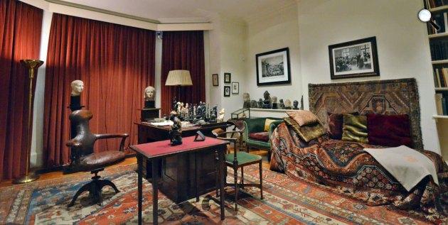 Sigmund Freud szobája a híres dívánnal, Freud Museum London (Fotó: freud.org.uk)
