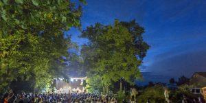A Hobo és Bandája koncertje a 25. Művészetek Völgye összművészeti fesztiválon Kapolcson, a Gástya-árokban, 2015 (MTI Fotó: Szigetváry Zsolt)