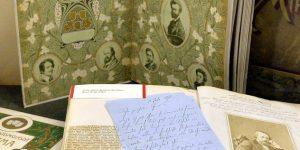 Díszalbumok és kéziratok a Zichy Mihály (1827-1906) illusztrációt bemutató kiállítás megnyitója napján az Országos Széchényi Könyvtárban (OSZK) (MTI Fotó: Máthé Zoltán)