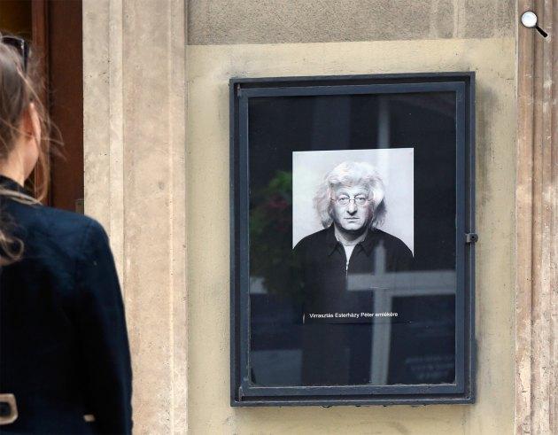 Esterházy Péter író emlékére rendezett felolvasóest a Petőfi Irodalmi Múzeumban (MTI Fotó: Kovács Tamás)
