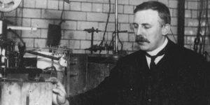 Ernest Rutherford, az alfa-részecskék felfedezője, Nobel-díjas tudós, 1905 (Fotó: Wikipédia)