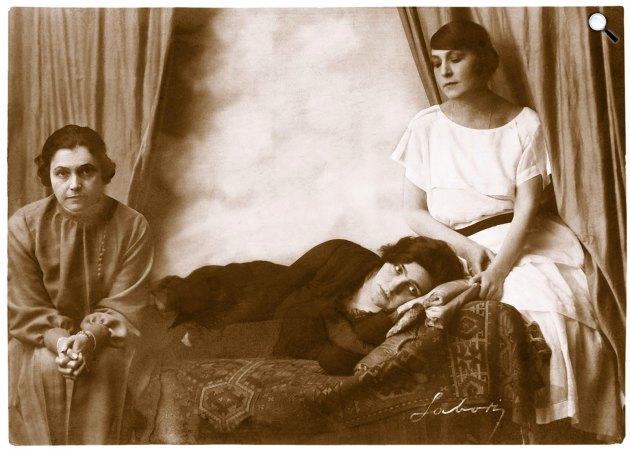 Anton Pavlovics Csehov: A három nővér - Varsányi Irén (Olga), Gombaszögi Frida (Masa) és Makay Margit (Irina), 1922 (Fotó: Labory/OSZK)
