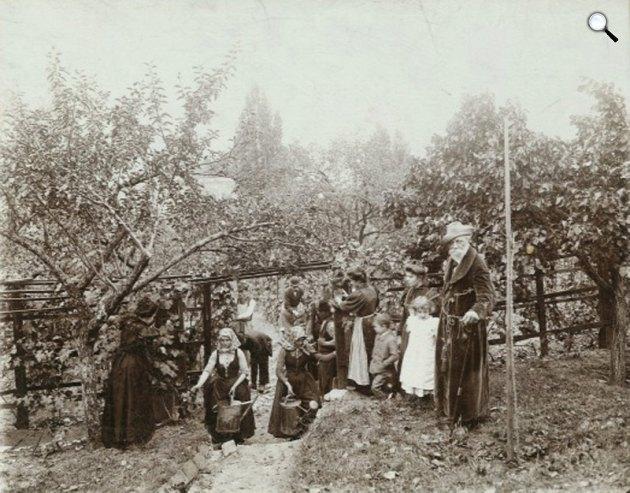 Szüret Jókai Mór svábhegyi szőlőjében, 1898 (Fotó: A magyarok krónikája/OSZK)