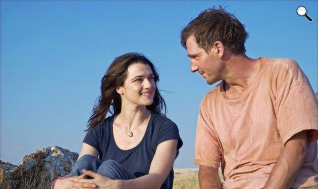 John le Carré: Az elszánt diplomata - Ralph Fiennes és Rachel Weisz, 2005 (Fotó: listal.com)
