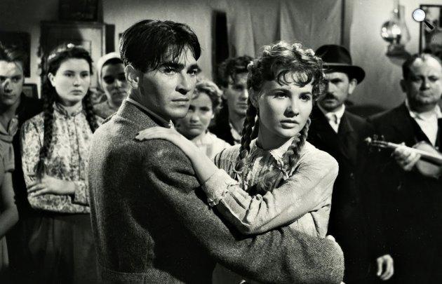 Fábri Zotán: Körhinta, Soós Imre, Törőcsik Mari, 1956 (Fotó: Színészkönyvtár.hu)