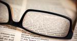 Szemüveg, könyv (Fotó: pixabay.com)