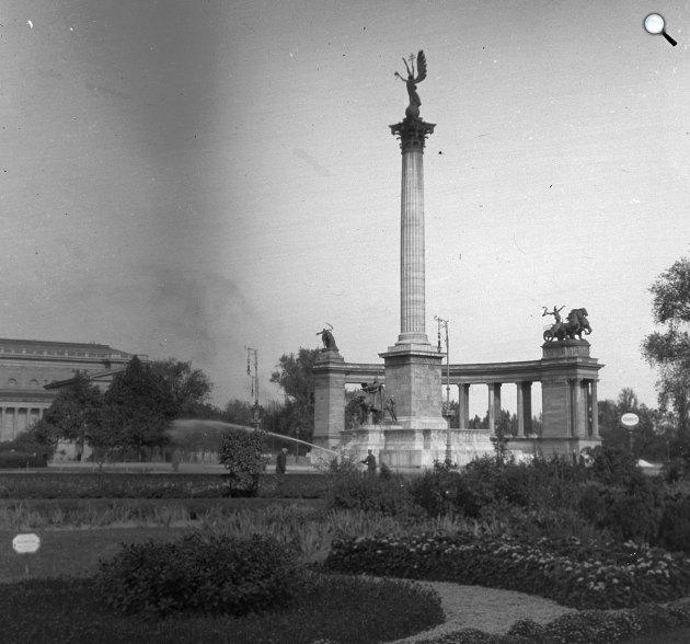 Szépművészeti Múzeum és a Millenniumi emlékmű a Hősök terén, 1914 (Fotó: Fortepan)