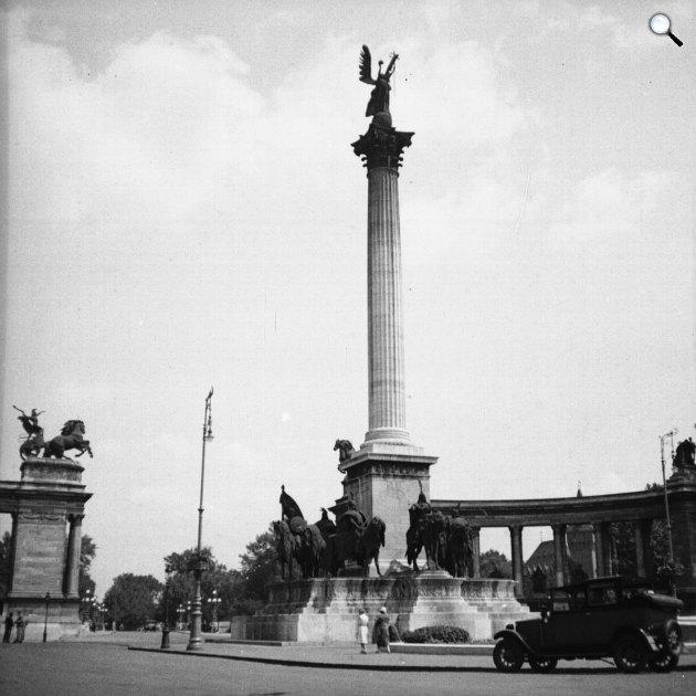 A Millenniumi emlékmű a Hősök terén, Budapest, 1932 (Fotó: Fortepan)