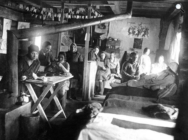 Gulág, asszonyok a kényszermunkatáborban (Fotó: ausstellung-gulag.org)