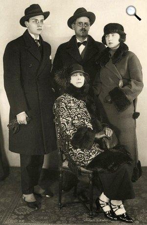 Joyce család: James Joyce, Nora, Lucia és Giorgio, 1924 (Fotó: (Fotó: jamesjoyceencyclopedia.com)