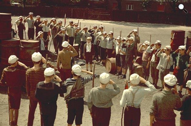 A Pál utcai fiúk c. film forgatásán, 1966-1969 (Fotó: Domonkos Sándor / OSZK)