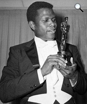 Sidney Poitier Oscar-díjas színész, 1964 (Fotó: listal.com)