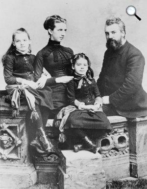 Alexander Graham Bell (1847-1922) távbeszélő feltalálója és családja (Fotó: Wikipédia)