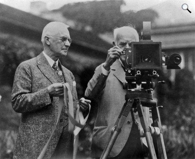 George Eastman, a celluloid film feltalálója, a Kodak megalapítója és Thomas Edison feltaláló, 1928 (Fotó: eastman.org)