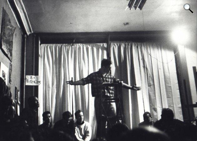 Jack Kerouac (1922-1969) író felolvasó estje, New York, 1959 (Fotó: listal.com)