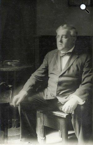 Molnár Ferenc (1878-1952) író az Égi és földi szerelem próbáján a Magyar színházban (Fotó: PIM / europeana.eu)
