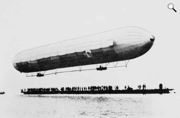 A Zeppelin LZ 1 első felemelkedése, 1900 (Fotó: Wikipédia)