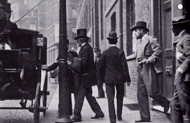 Sir Henry Irving színész (elől) és Bram Stoker író (Fotó: babelio.com)