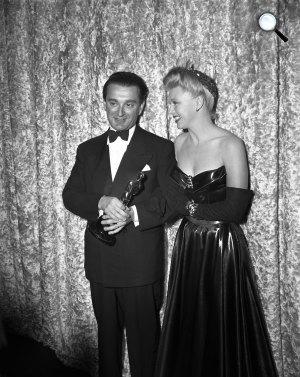 Rózsa Miklós Oscar-díjas zeneszerző és Ginger Rogers színésznő, 1945 (Fotó: listal.com)