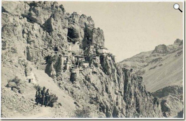 A phugtali (Zangszkár) kolostor Nyugat-Tibetben (Baktay Ervin fényképe 1928. szeptember, MTAK Kézirattár Ms 5967/195)